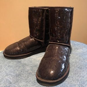 SPARKLY BLACK UGGS